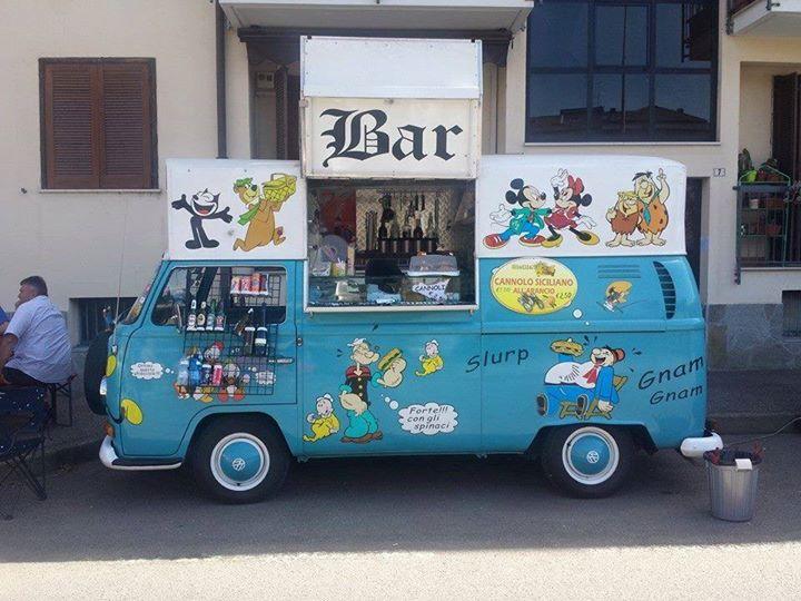 Furgone vw anno 70 adibito a bar for Furgone anni 70 volkswagen