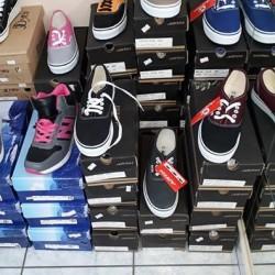 Vendo circa 500paia di scarpe miste.1500 euro