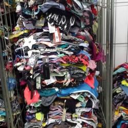 Abbigliamento usato FREE - Vanchiglia, Piemonte, Italy Crema estivo