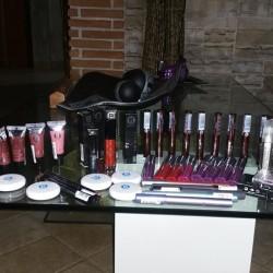Lotto di make up da 50 pezzi a 30 euro...