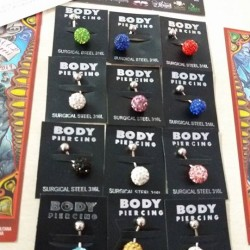 Lotto 230 pezzi : piercing, cerchi lobo, bracciali , collane...