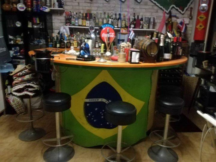 Vendesi bar mobile con ruote spinatrice e sgabelli chalet mareu