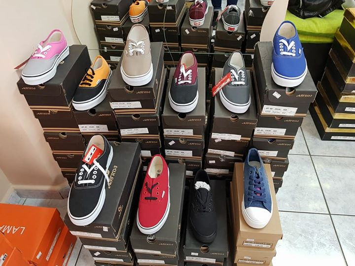 Calzature 4 eboli per rinnovo locale vendo stock scarpe for Vendo stock mobili
