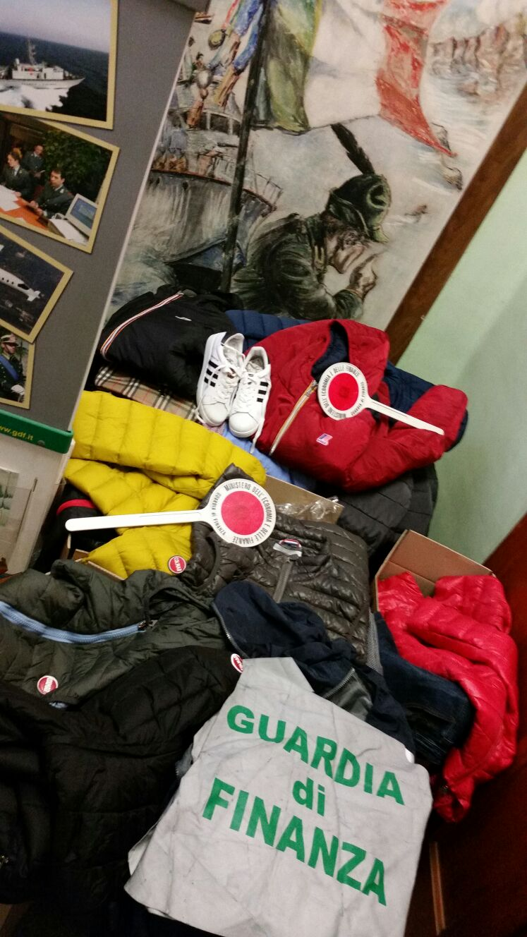 merce-contraffatta-abbigliamento-pinerolo
