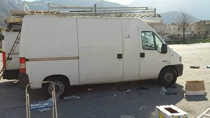Furgone con tenda 1 500 pagani italy for Vendo stock mobili