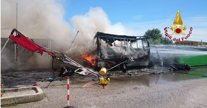 esplosione furgone
