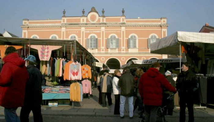 mercato-a-Castelsangiovanni-2-800