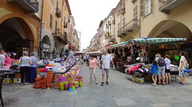 Mercato in via Roma a Cuneo